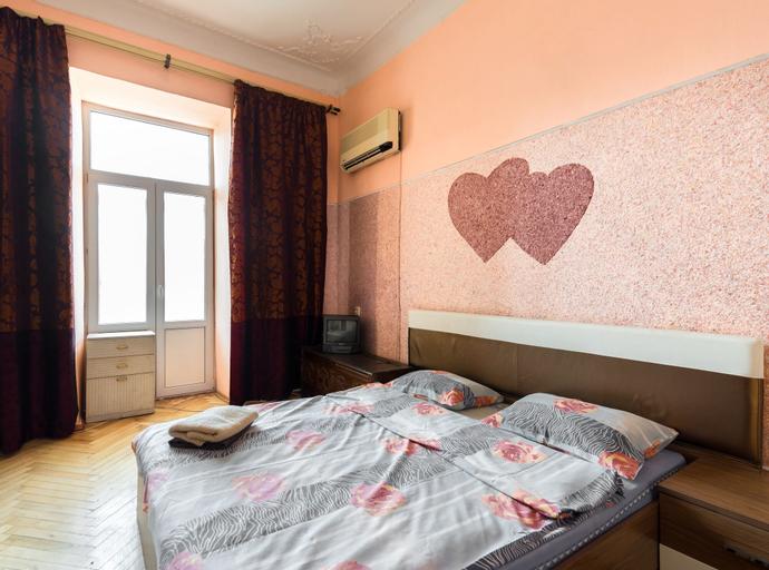 Olimpiyskiy Apartments, Holosiïvs'kyi