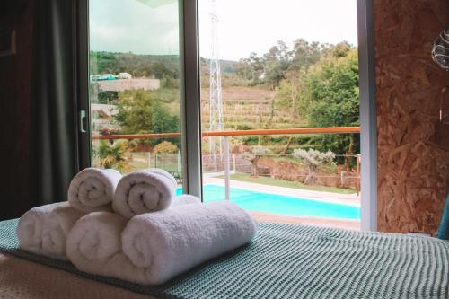 Bungalow acolhedor com piscina em Valenca by iZiBookings, Valença