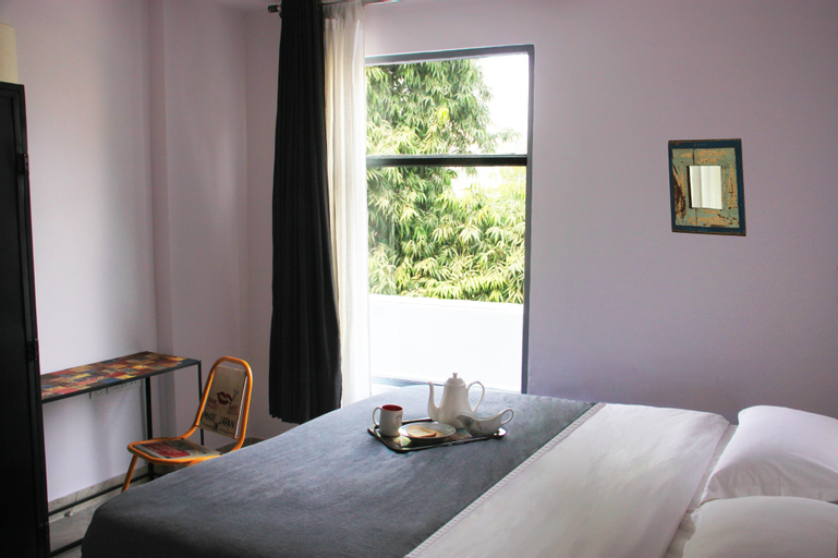 Bed and Chai Guest House, West