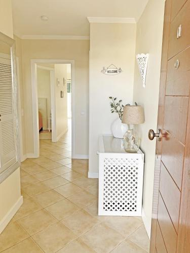Sunny Terrace - Private Condo, Pool, Garden, Grill & Free Parking, Albufeira