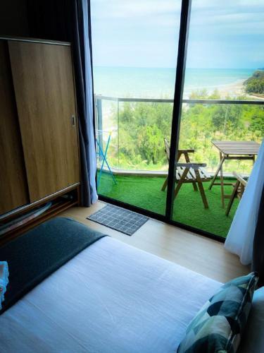 Timurbay With Balcony Seaview & Hillview, High Speed Internet WIFI and Netflix Studio, Kuantan