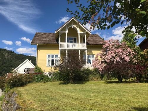 Villa Holmen, Balestrand