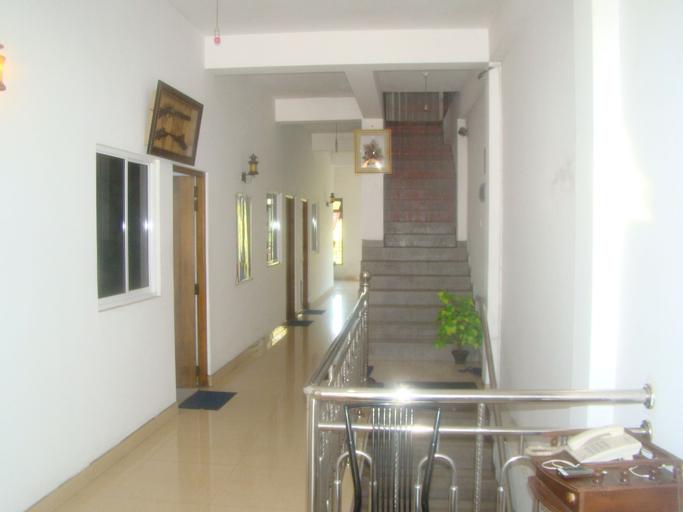 Down Town Hotel, N. Palatha East