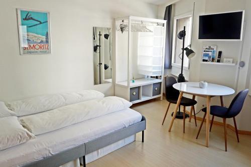 Modernes Studio im Hotspot fur 2 Personen C2, Maloja