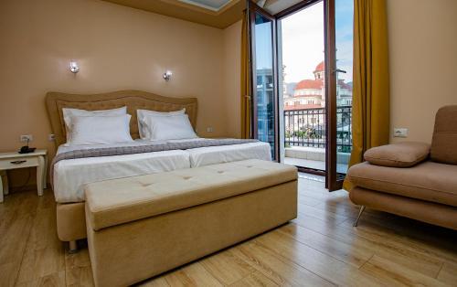 Christi's Hotel Borova, Korçës