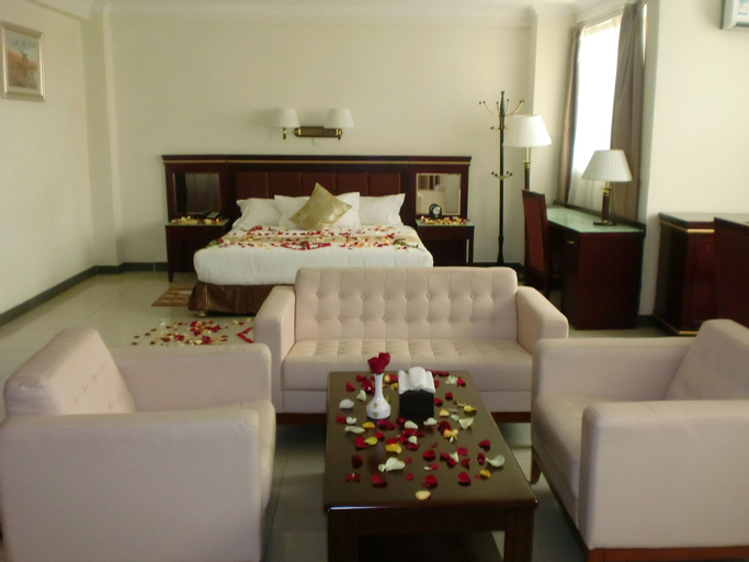 Florida International Hotel, Semen Gondar