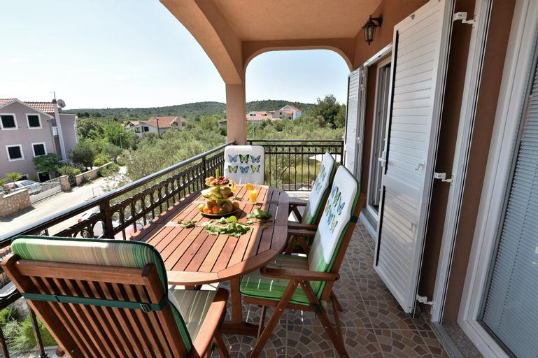Apartments Dejan, Tisno