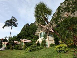 Baan Phupha, Lan Sak