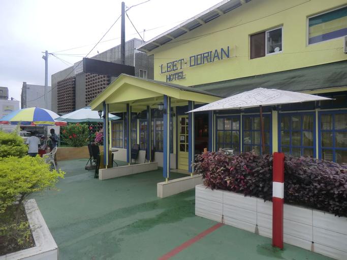 Hôtel Leet Dorian, Komo-Mondah