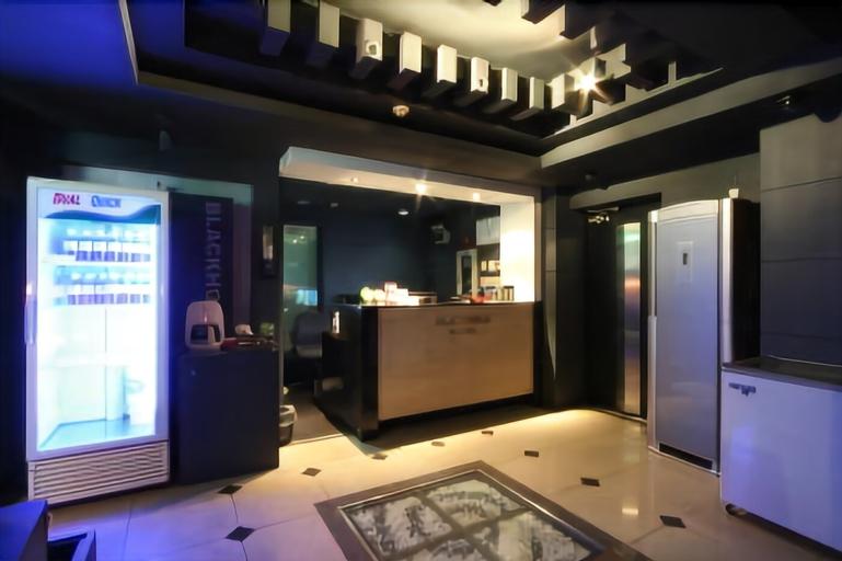 Luxury JJAK Hotel, Nam
