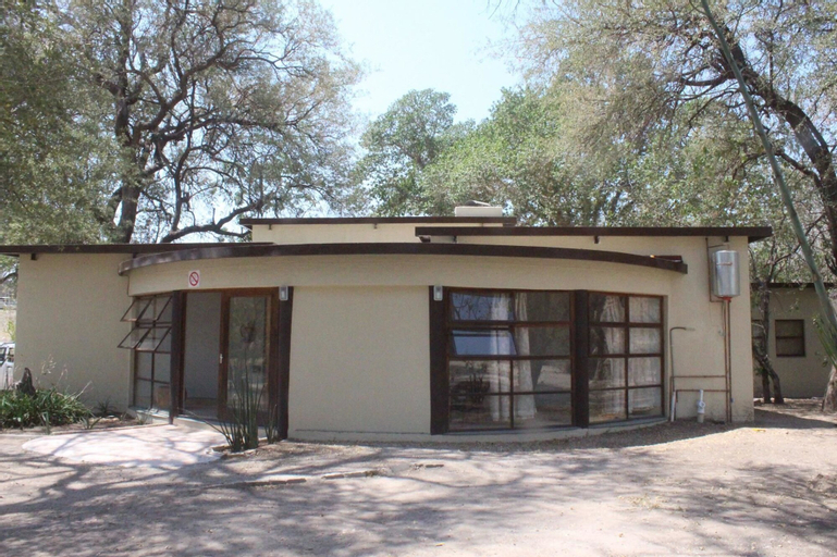 Chief's Guest House, Ngamiland East