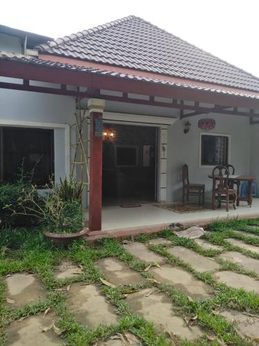 kevin guest house 2, Kampot