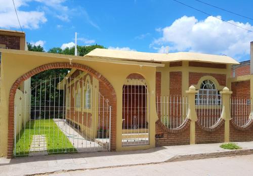 Casa cerca de La Media Luna, Ciudad Fernández