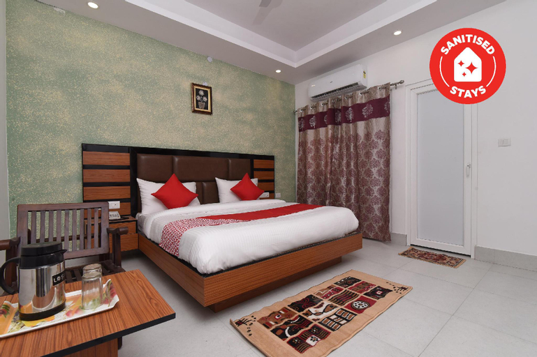 OYO 13310 Noida Suites, Gautam Buddha Nagar