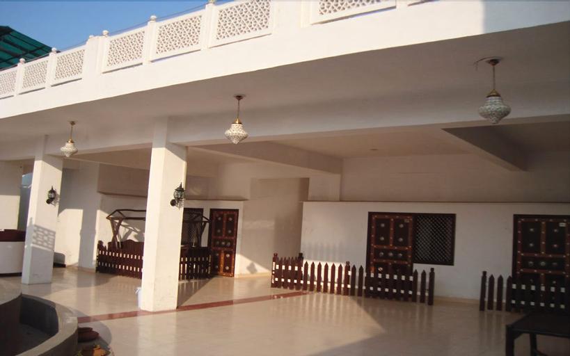 Hotel Daawat Palace, Agra
