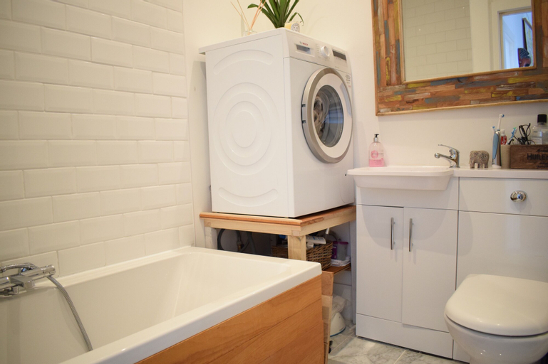 2 Bedroom Rooftop Flat In Central London, London