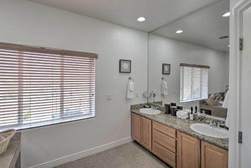 Desert Condo with Pool about 3 Miles to Colorado River!, Mohave