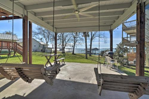 Lakefront Livingston Home with Boat House and Kayaks!, Polk