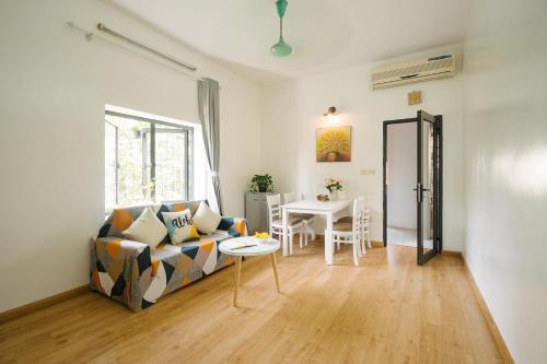 Link's Apartment, Hoàn Kiếm