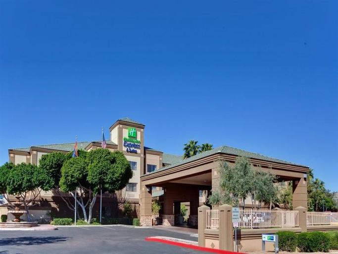 Holiday Inn Express Hotel & Suites Phoenix Downtown-Ballpark, Maricopa