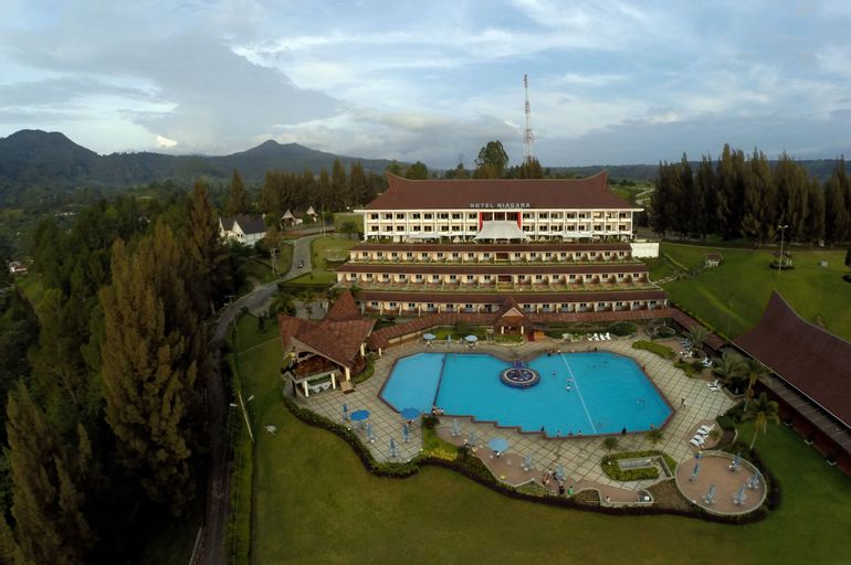 Niagara Hotel Lake Toba & Resort, Toba