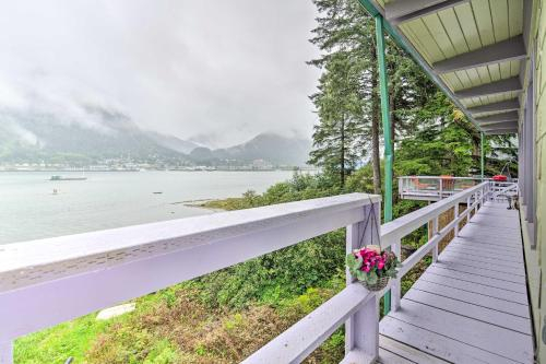 Waterfront House with Glacial Views - Near Downtown, Juneau