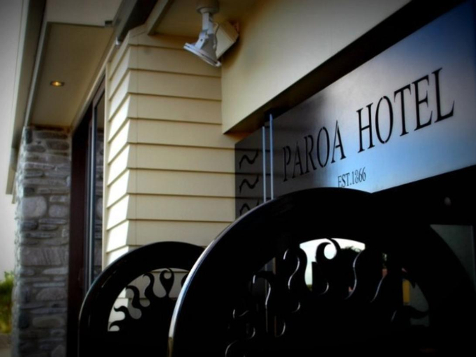 Paroa Hotel, Grey