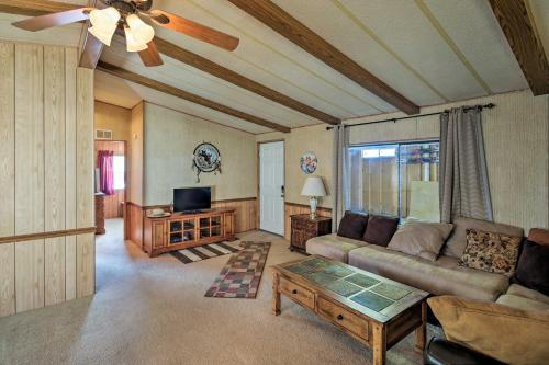 Bullhead City Home with Fire Pit - Walk to CO River!, Mohave