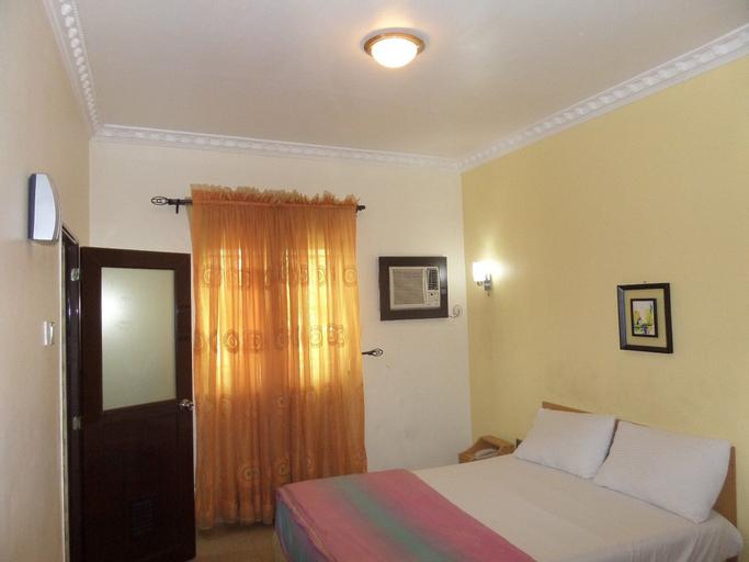 Spring Hill Hotel, Oriade