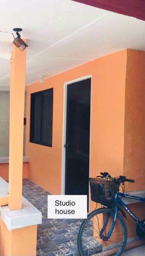 Perlies Inn Studio House with NETFLIX, Tanay