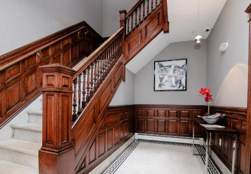 A Stylish Stay w/ a Queen Bed, Heated Floors.. #22, Norfolk