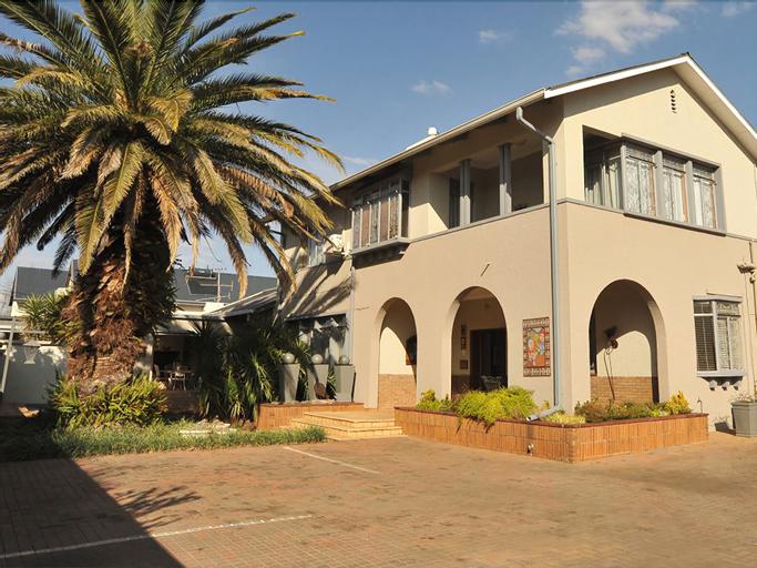 Adato Guesthouse, Dr Kenneth Kaunda