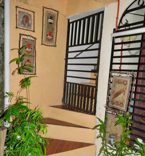 Perlies Inn Balcony House, Tanay
