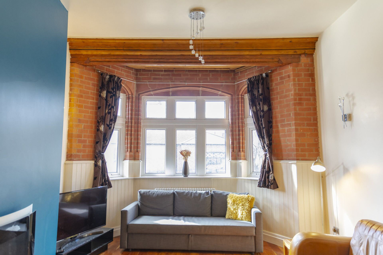 Luxury Apt No 1 - Two Bed Apartment, Bury