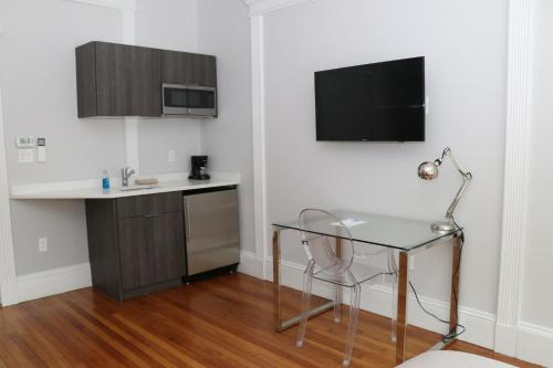 A Stylish Stay w/ a Queen Bed, Heated Floors.. #18, Norfolk