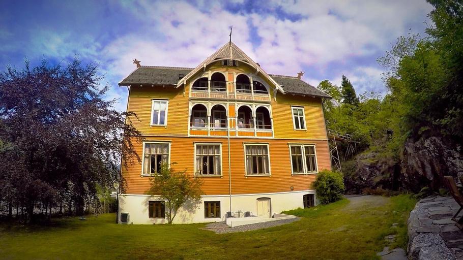 Villa Visnes, Stryn
