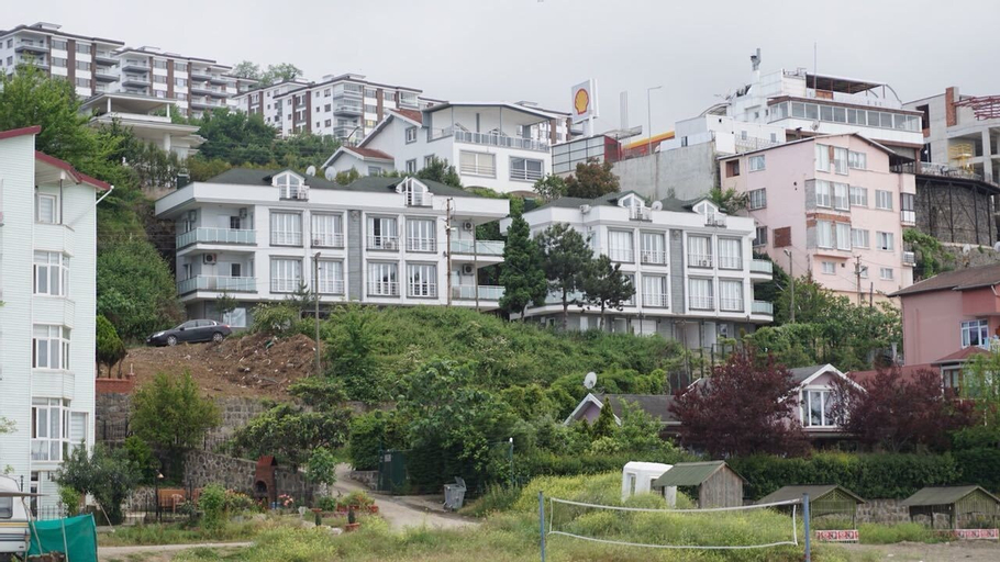 Holiday Villas, Merkez