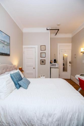 Room at Saint Mary #4, Norfolk