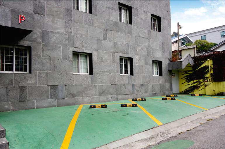 Hotel Atti, Jung