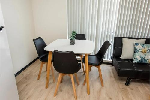 Executive 1 Bedroom Suite Close to Foreshore and CBD, South Perth