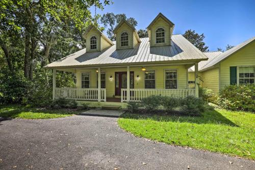 Home Nestled in Santa Fe Lake Trees with UF Parking!, Alachua