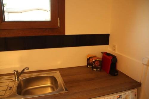 Spacious Studio minutes away Kirchberg & Lux Airport, Luxembourg