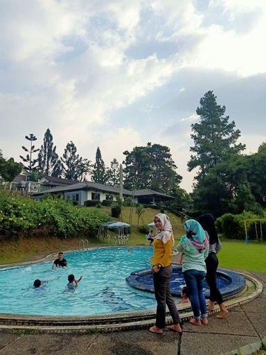 PRIVATE VILLA POJOK PUNCAK, Bogor