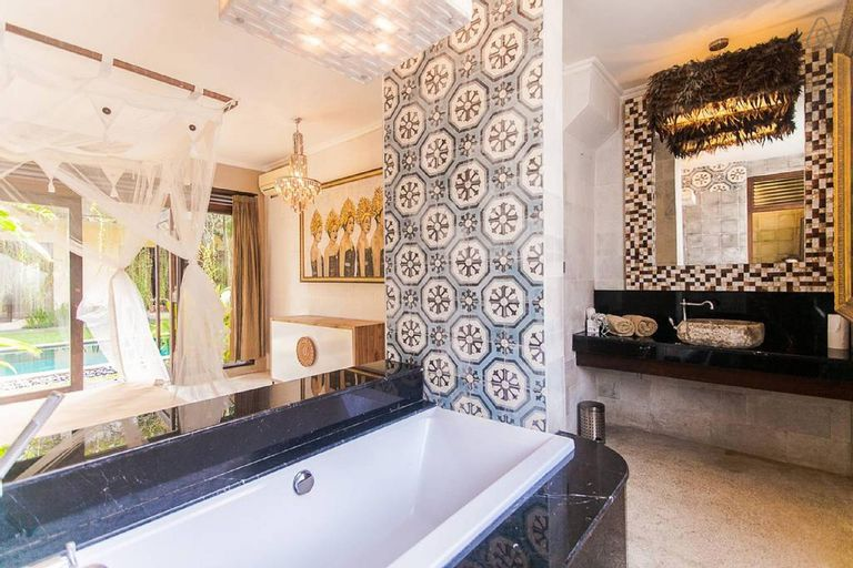 Lovely private Suite with amazing bathtub!, Gianyar