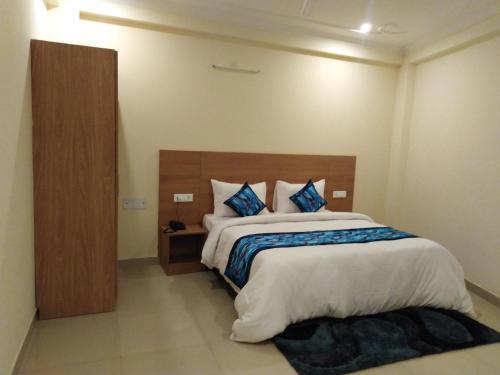 Dewdrop Aanya Suites, Gautam Buddha Nagar