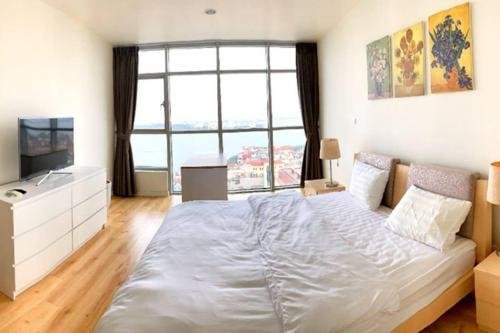 Watermark Elegant 2-bedrooms serviced apartment, Tây Hồ