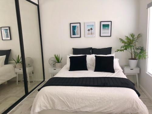 Beautifully renovated quiet unit in Cronulla, Sutherland Shire - East