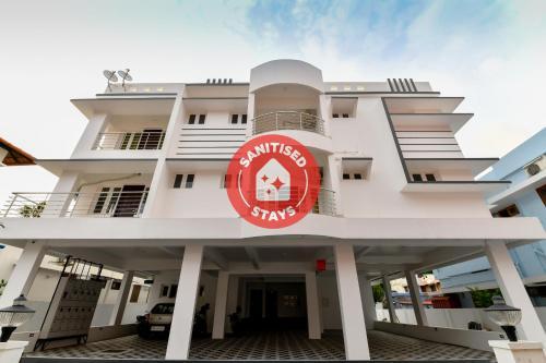 OYO Flagship 76411 Iqbal Apartments, Ernakulam