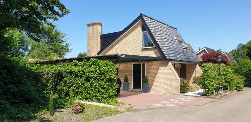Lake house 21 relax accommodation, Warmond