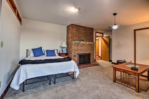 Home with Wraparound Deck & Blue Ridge Mtn Views!, Radford